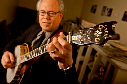 Raymond-McLain-with-Sonny-Six-Neat-Banjo-(by-Greg-Latza)